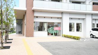 サンカルナ久留米の南側1階に位置する聖マリアデイサービスセンター入り口